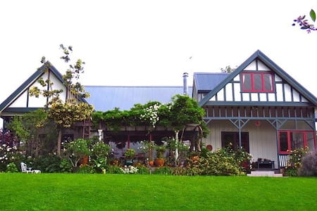 'Simply Solo' at Marigold Manor. - Gisborne - Vila