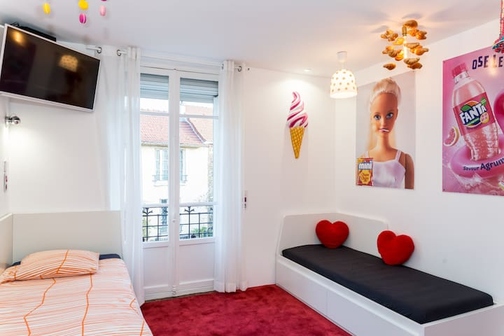 First bedroom / la 1ère chambre