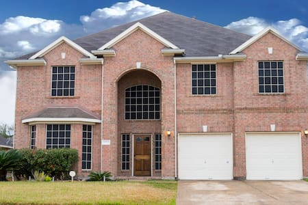 Lovely Home 5 Miles from Royal Purple Raceway - Baytown - 独立屋