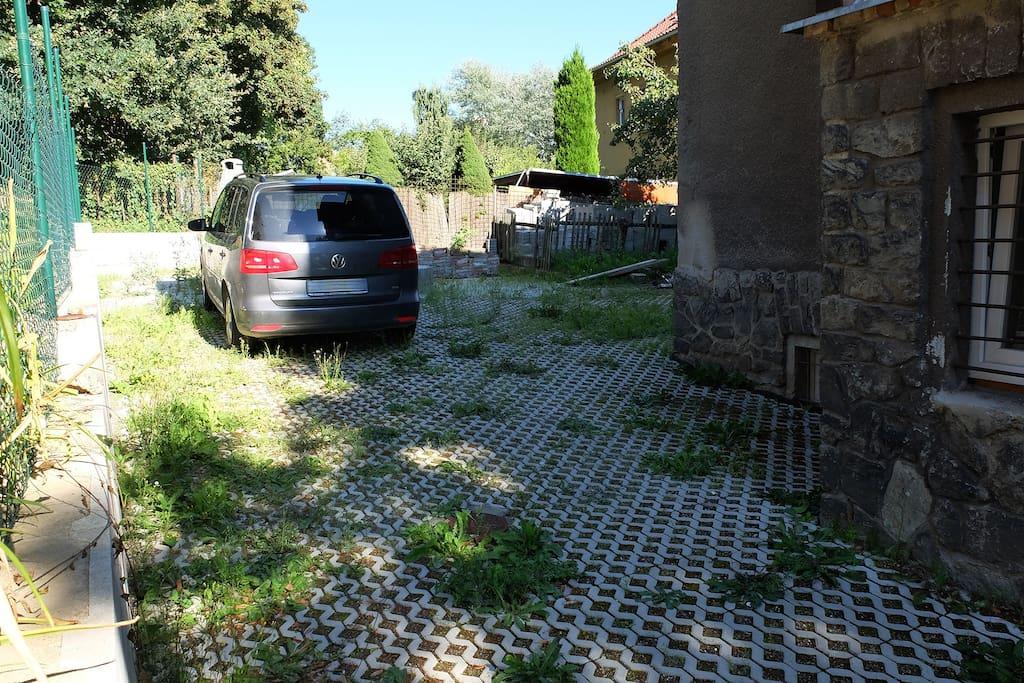 possibility of parking  / možnost parkování
