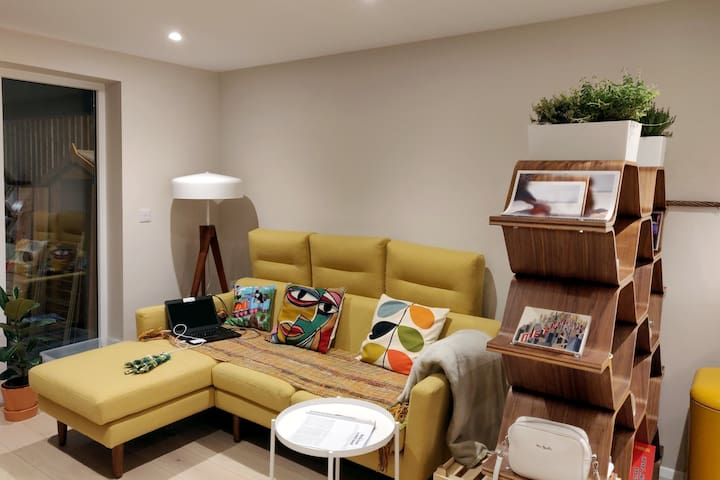 Brand new stylish 2-bed with garden & parking