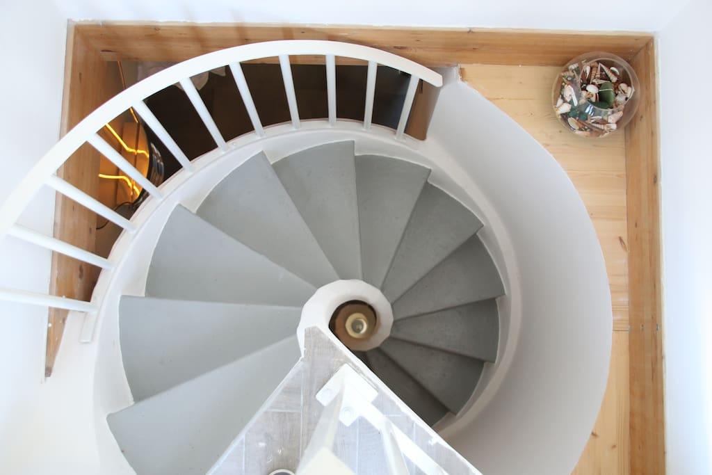 la scala elicoidale che porta alle camere ed al  terrazzo
