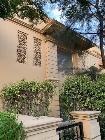 Luxurious quiet villa w/pool in shalimar paradise