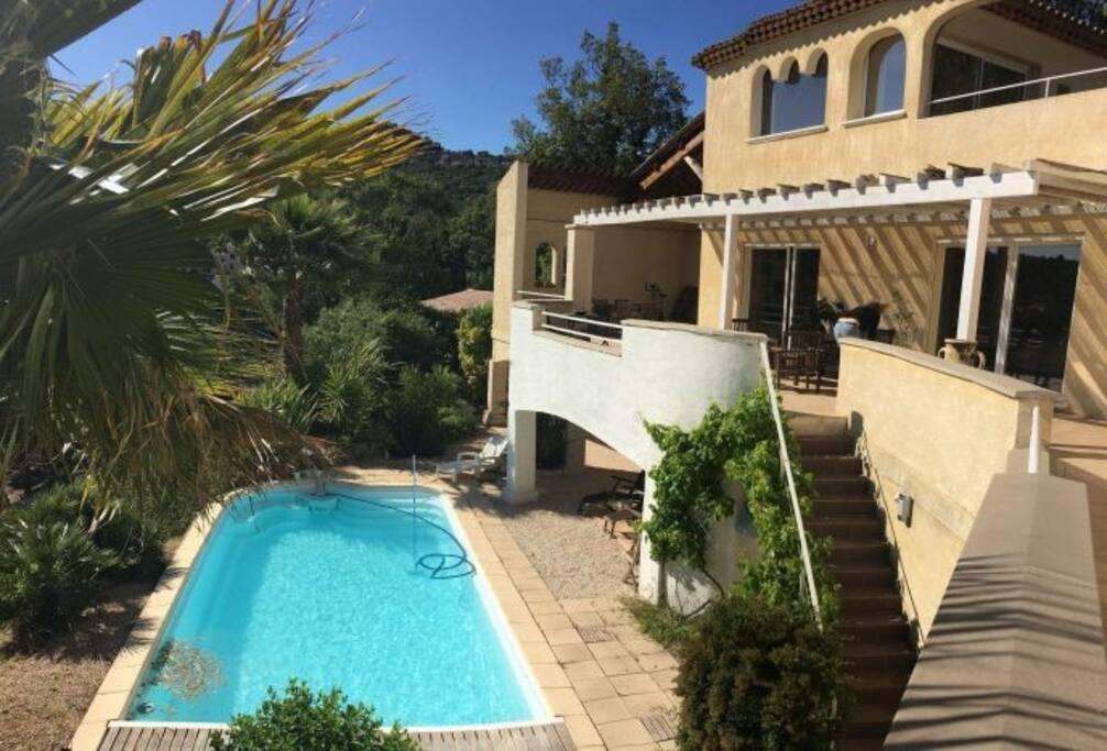 Jardin, terrasses et piscine