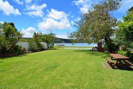 Beautiful Booker Bay Retreat - Booker Bay
