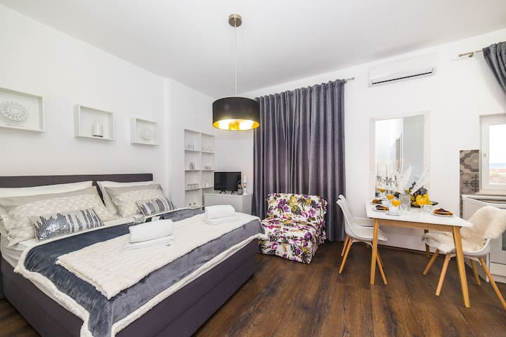 IPM Deluxe studio-apartment