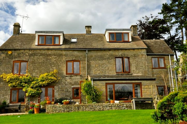 Family Run B&B near Stroud, Cotswolds - Brownshill - Rumah