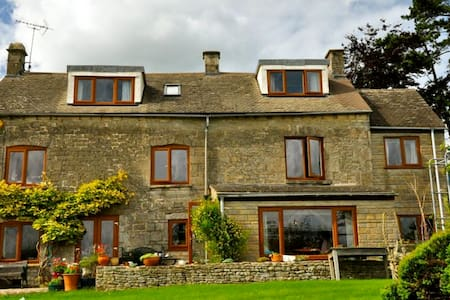 Large Family Cottage, Cotswolds - Brownshill - 단독주택