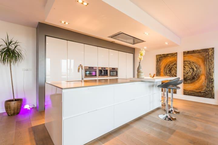 Luxurious Penthouse - 15 min to AMS Center +P - อัมสเตอร์ดัม