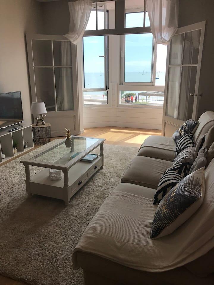 Très bel appartement vue sur mer centre plage