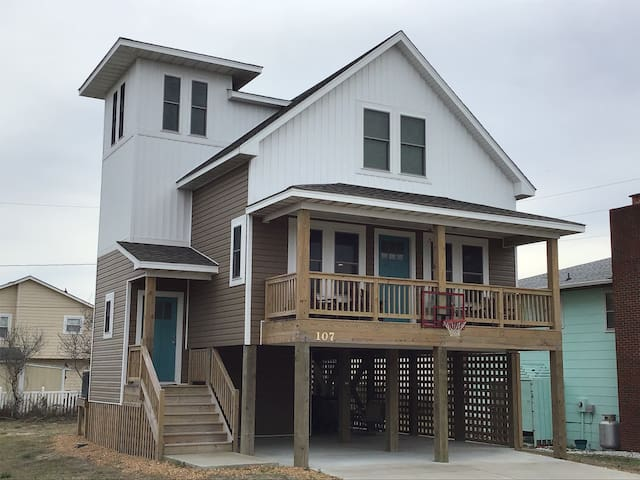 Brand New 2019 Oceanside,HotTub,750' beach access