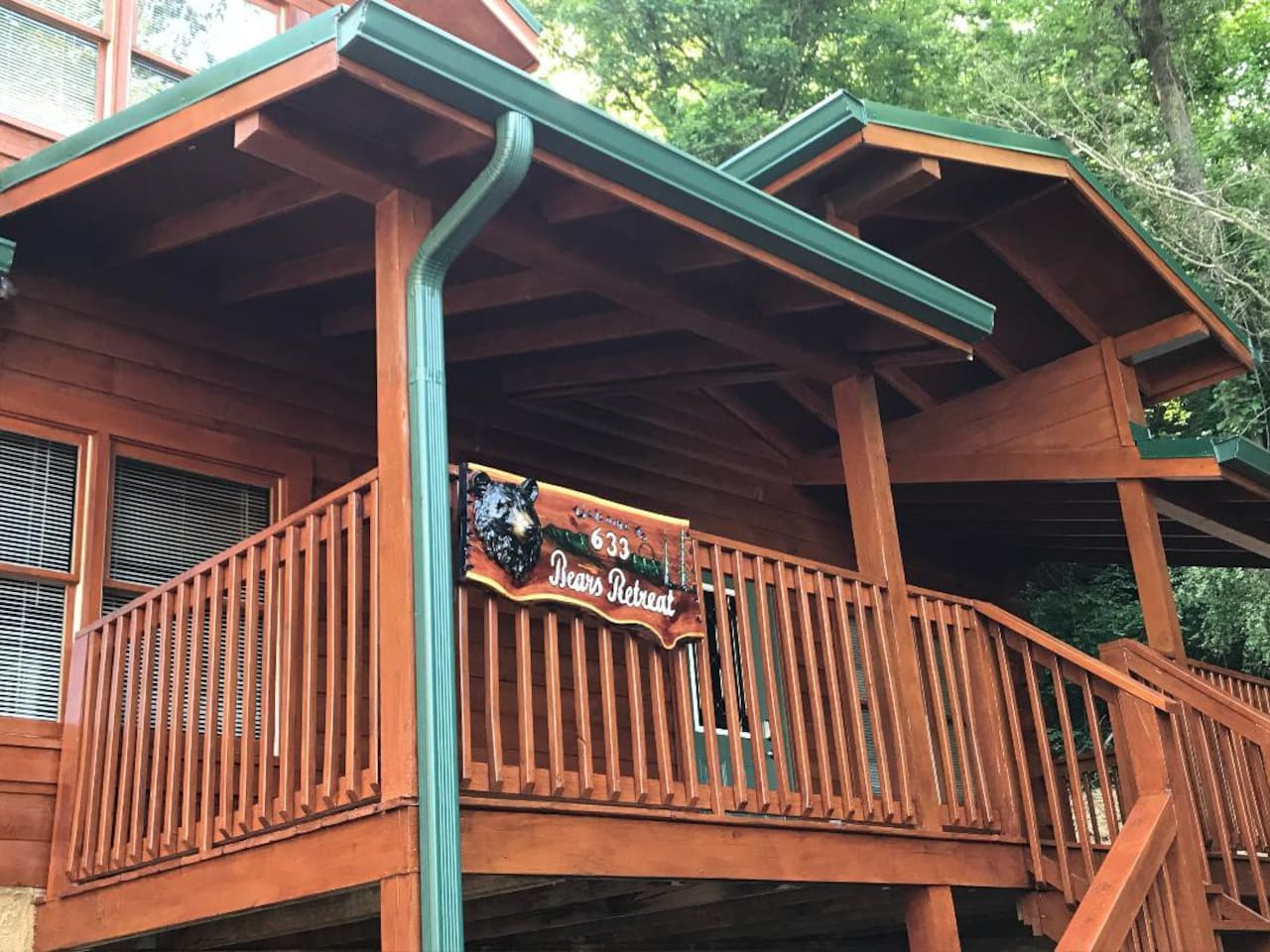 Bears Retreat -  Luxury 2 Bdr 2 Bth Cabin, Less than 5 minutes to Pigeon Forge