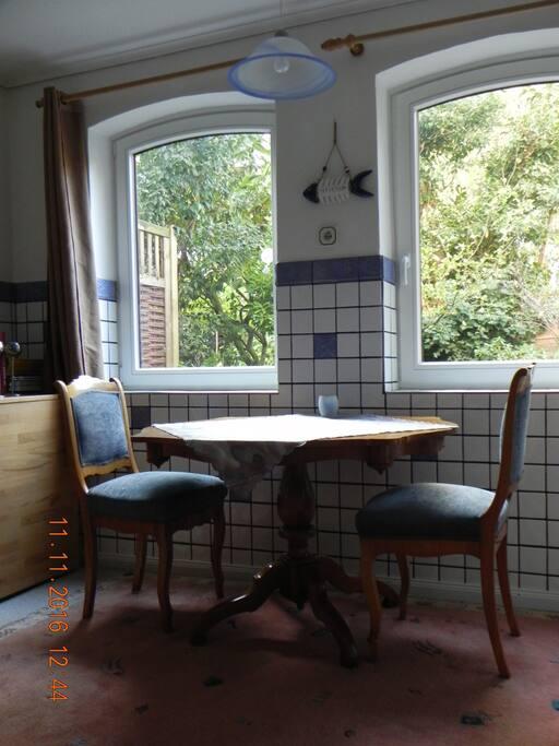 Ansicht der Stühle und des Tisches (aus dem 18. Jahrh.)