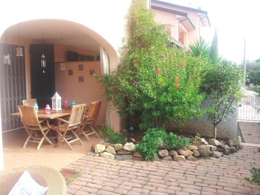 giardino e parte del portico