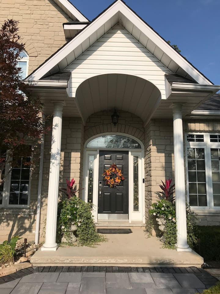 Kitchener Beauty on Wooded Lot - Clean - 4 Bedroom