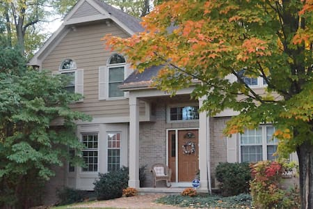 Charming Master suite in beautiful Vineyard Hill - Fairport