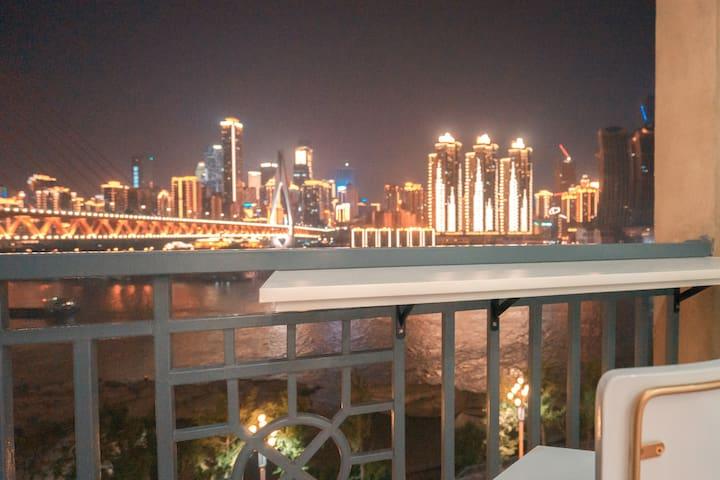 270°全江景阳台,一览解放碑全景