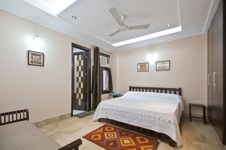 Erica's Place  1 -  Large room in South Delhi