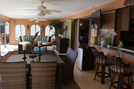 Luxurious Lanai & Pool Villa, Direct Gulf Access - Cape Coral - House