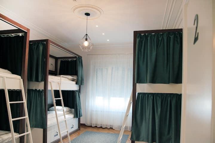 Karavan Inn  Deluxe Six-Bed Female Dorm