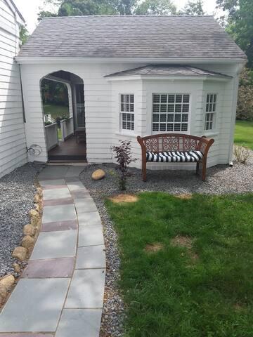 Vineyard Getaway Cottage