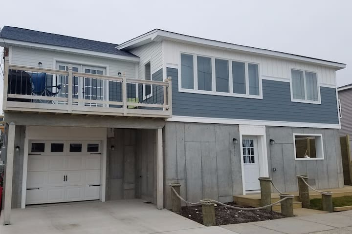 LB Newly Renovated Open, Airy, Sunlit Beach House - Long Beach - Hus