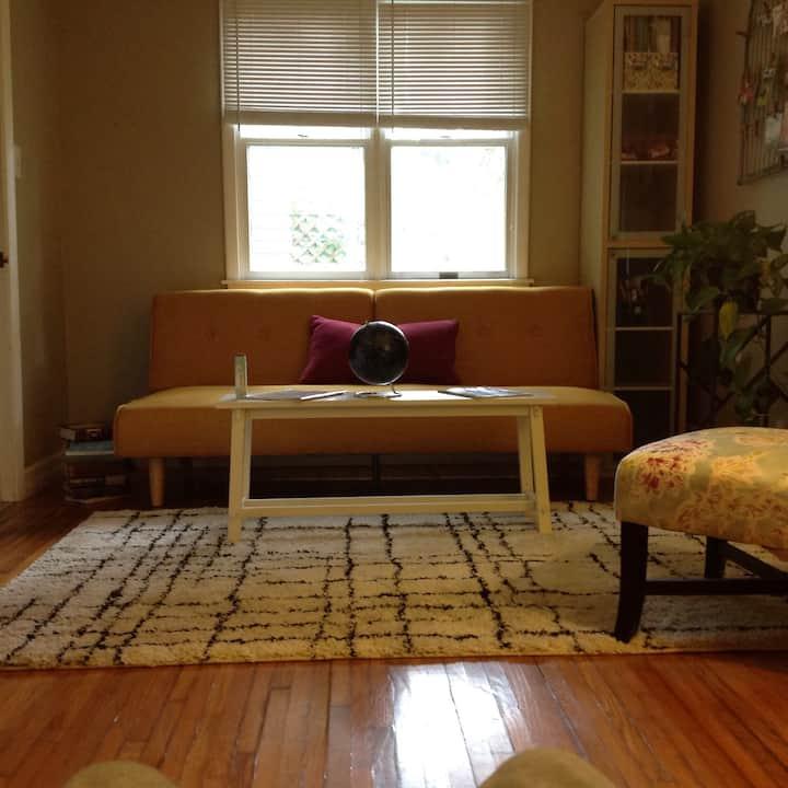 Quaint room in the Elmwood Village