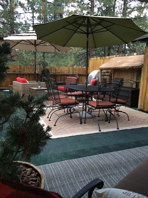 Large deck with fire pit and bar-b-q