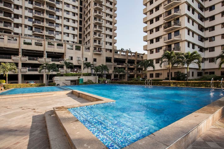 Cypress Towers 2 bed near BGC Area WIFI, AC, HW - Manila - Apartment