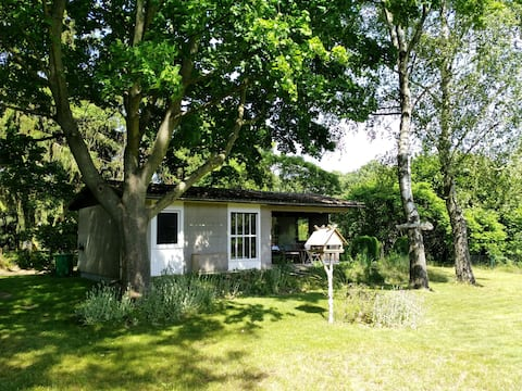 Ländliches Gartenhaus mit Kamin und Naturpanorama