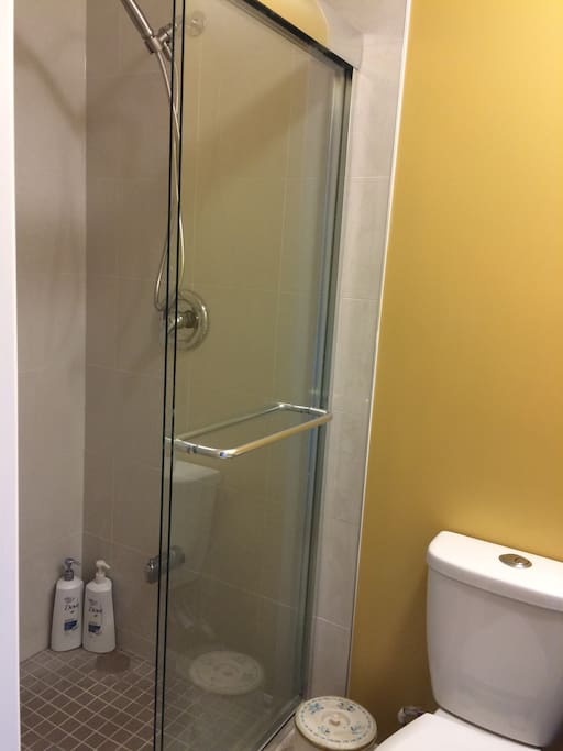 2B ROOM SHOWER ROOM