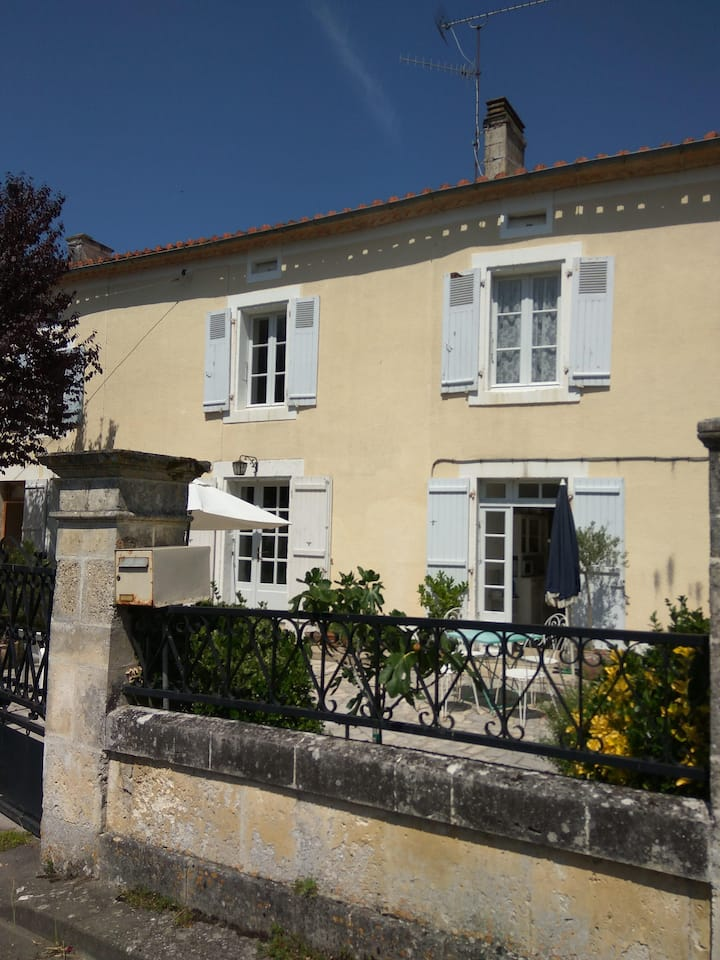 Le Cerisier, traditional riverside cottage