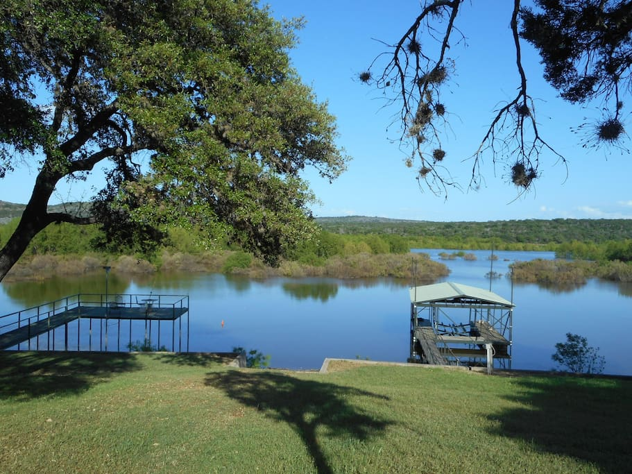Bald eagle cottage on the waters of lake buchanan houses for Texas hill country cottages for sale