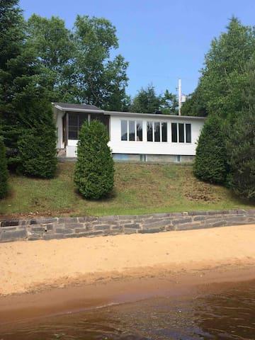 La maison sur le Lac / Beach house