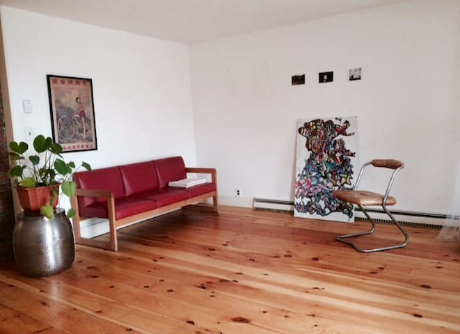 Airy loft like 2 bed apt 1 block south of park