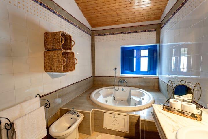 Fabulosa casa con jacuzzi y piscina termal