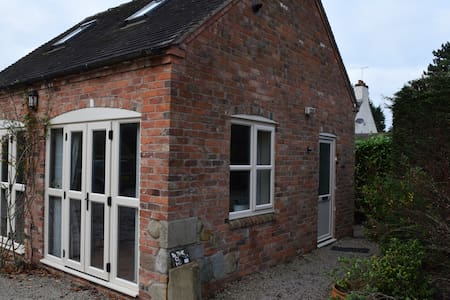 Comfortable, quiet and private house in village - Packington - Rumah