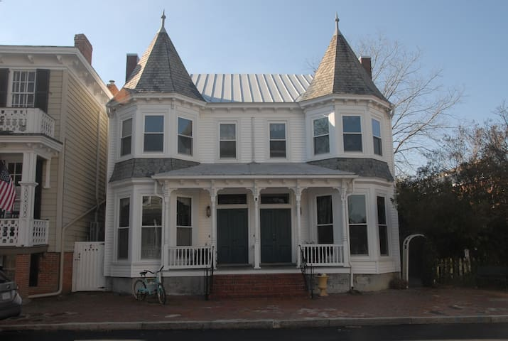 Best location in Olde Towne Portsmouth
