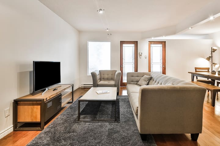 Beautiful 2bedroom condo in the heart of Montreal