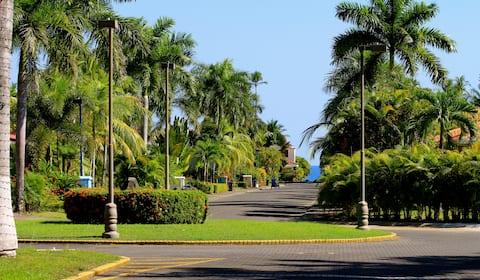 Los Delfines Villa with Private Pool & Jacuzzi