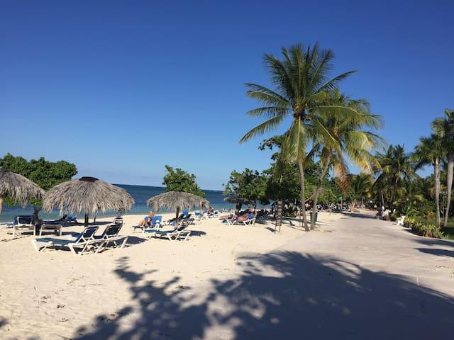 Casa Loma (Guardalavaca beach) 3 guests