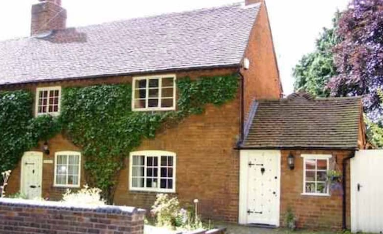 Garden room in 17th century cottage Birmingham - Birmingham - Dom