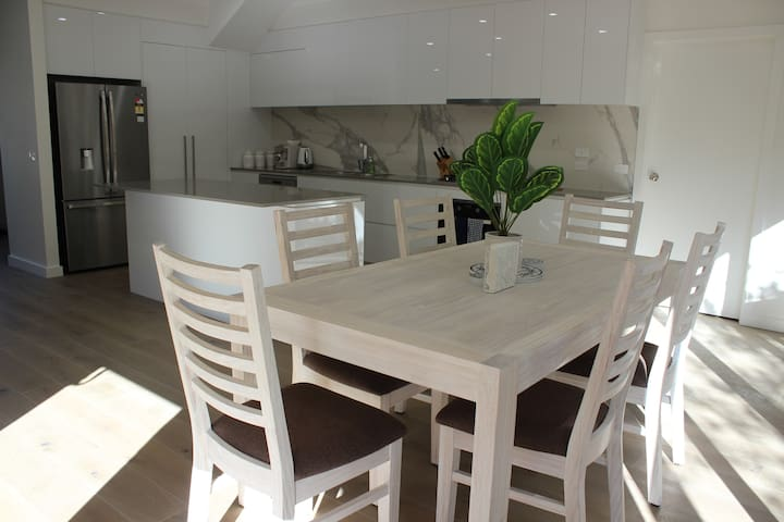 Comfortable dining for 8 guests