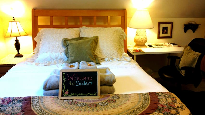 YOUR HAPPY PLACE Serene & Clean HARMONY Guest Room