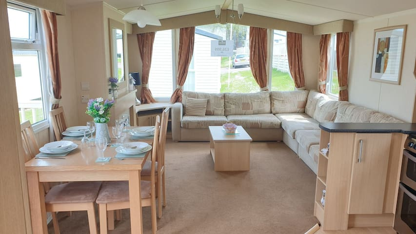 Gorgeous static caravan near Goodrington Beach