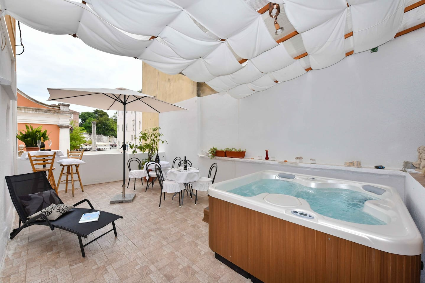 Old Town JACUZZI Suite