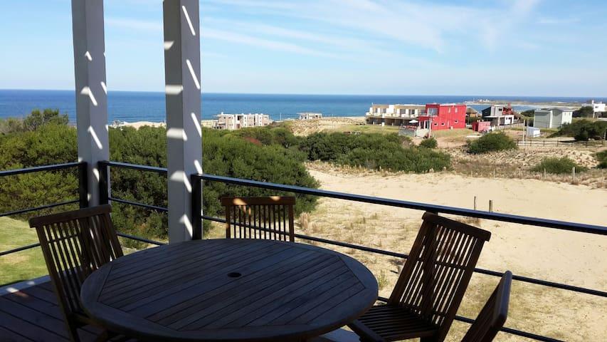 Casa Ambar, vista al mar, Punta del Diablo,Uruguay