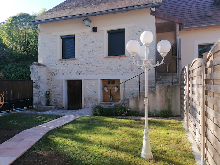 House with 2 bedrooms in Sainte-Geneviève-lès-Gasny, with enclosed garden and WiFi