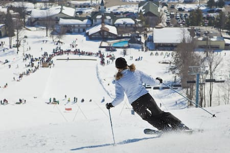 Steps Away from Slopes, Dining, Tubing and Golf - Bellaire - Kondominium