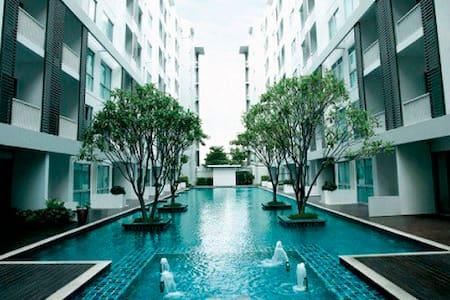 Cozy, Convenient Condominium Room near Rama 9 MRT - Bangkok